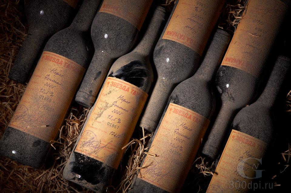 Имиджевая студийная съемка бутылок в стиле старинного винного погреба